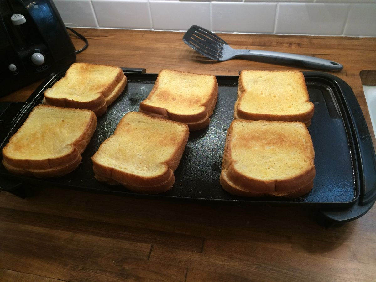 6 delicious grilled cheese sandwiches at once!